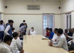 भगत सिंह की जयंती के मौके पर आज राहुल गांधी की मौजूदगी में  सीपीआई नेता कन्हैया कुमार और जिग्नेश मेवाणी ने थामा कांग्रेस का हाथ , इस दौरान गुजरात कांग्रेस के कार्यकारी अध्यक्ष हार्दिक पटेल भी रहे मौजूद , कांग्रेस नेता मनीष तिवारी ने इशारों-इशारों में अपनी ही पार्टी पर कसा तंज